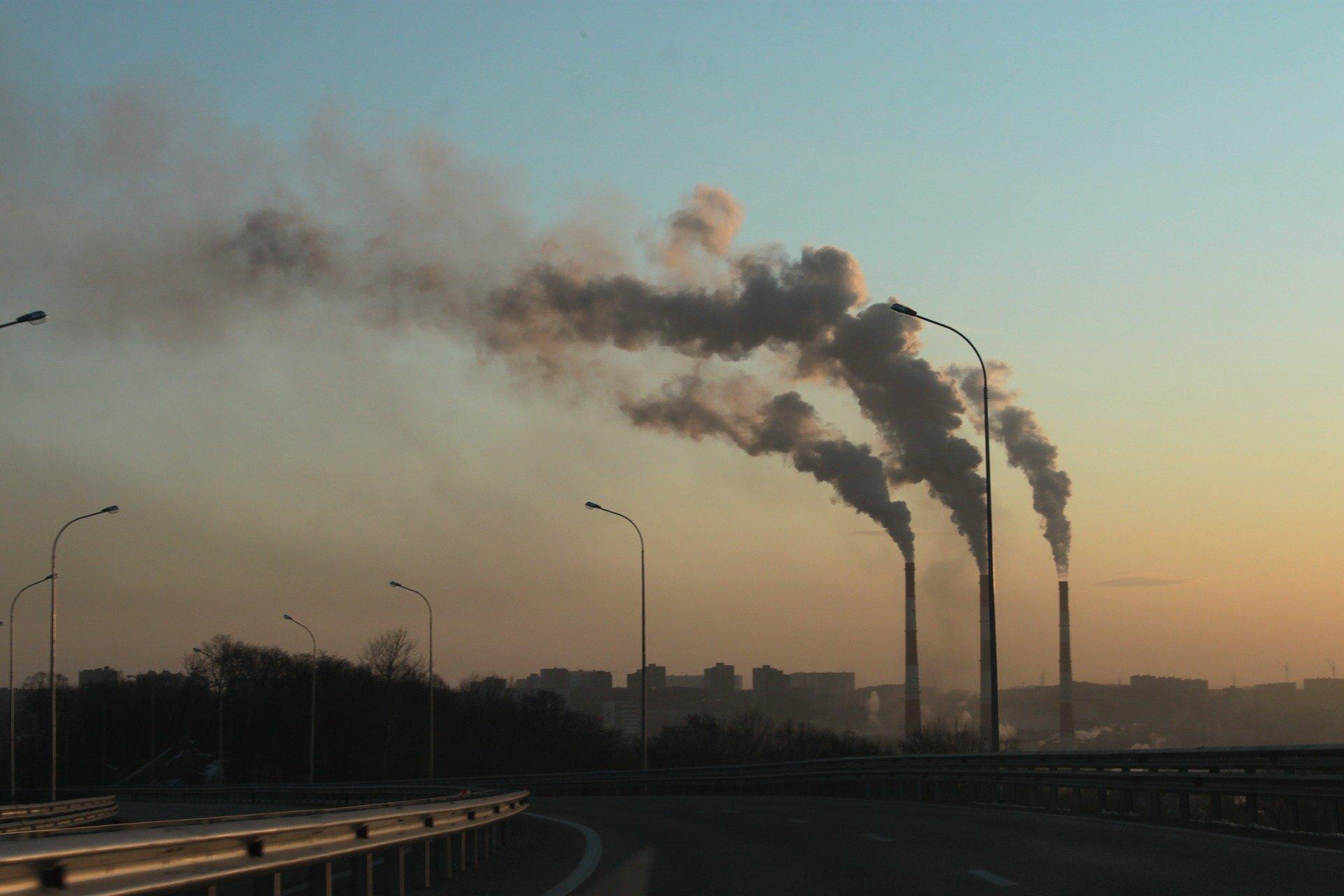 Pokud vědci u sledovaných instalovaných zařízení na eliminaci CO2 započítali všechny vstupy nutné k jejich provozu, deklarovaná účinnost z devadesáti procent klesla na deset procent.