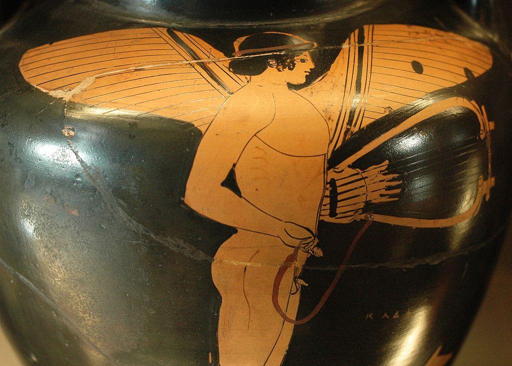 Erós kolem roku 470 před. n. l. Louvre. Kredit: Charmides Painter (via Marie-Lan Nguyen alias Jastrow), Wikimedia Commons.