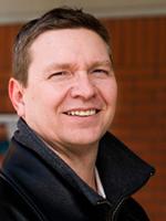 Dr. Keith Fowke, University of Manitoba. Proslavila ho práce v níž ukázal, že každodenní podávání malých dávek aspirinu, ženy do jisté míry chrání před AIDS. Protizánětlivý efekt léku tlumí ženám imunitní systém a v jejich genitálním traktu klesne po