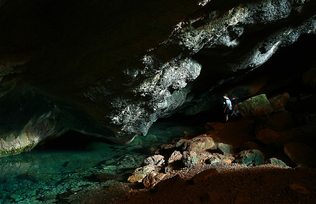 V jeskyni Franchthi. Kredit: Nikos Laskaridis, Wikimedia Commons. Licence CC 4.0.