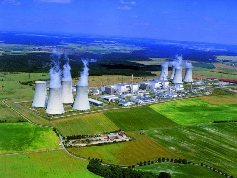 I zelené organizace touto studií přiznávají kritickou důležitost jaderné energetiky v Česku v případě, že se chce snížit využití uhlí. I podle nich musí jádro zajistit téměř 50 % potřeb elektřiny. Nezmiňují však, jak bude možné nahradit Dukovany, pok