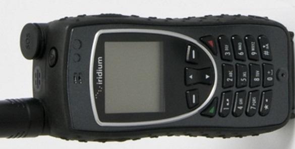 Telefón Iridium Extreme stojí viac ako iPhone a vypadá trochu ako mobil pre seniorov. Zdanie však klame: dovoláte sa odvšadiaľ. (Kredit: www.iridium.com)
