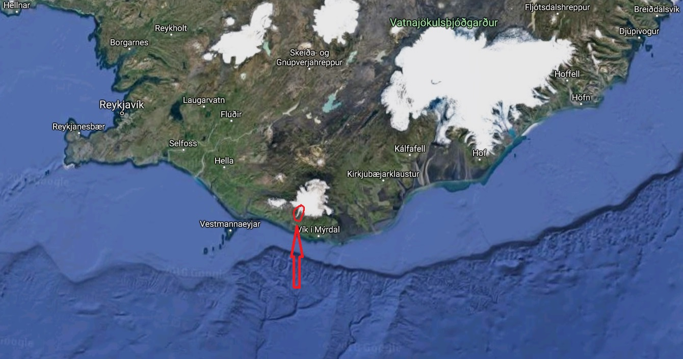 Ledovec Sólheimajökull je ten titěrný camfourek označený červeným kroužkem. Je jen deset kilometrů dlouhý, snadno dostupný, a tak se z něj stala turistická atrakce. Pokud jej budete chtít spatřit na vlastní oči, stačí zajet 7 kilometrů východně odSk