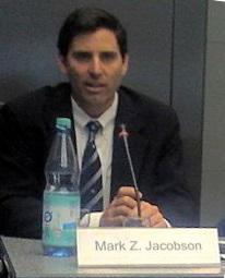 Mark Z. Jacobson, profesornaStanfordské univerzitě, tvůrce počítačových modelů, specializující se na účinky spalování fosilních paliv, biomasy a naznečištění ovzduší. Kredit: SU.