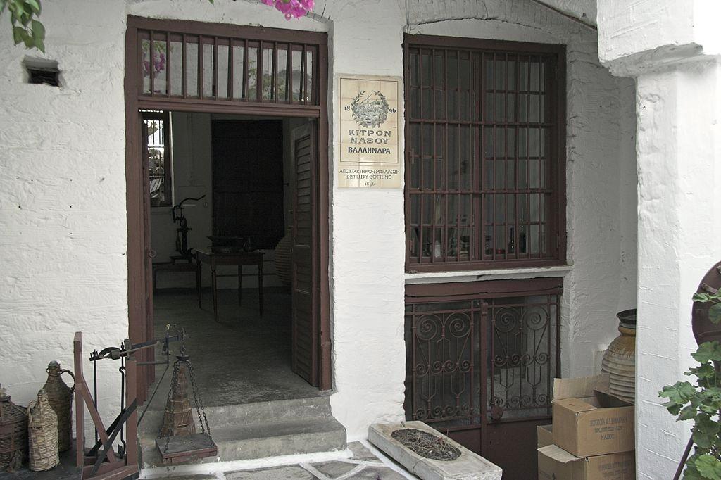 Dvorek staré destilérky. Vchod. Kredit: Zde, Wikimedia Commons. Licence CC 4.0.