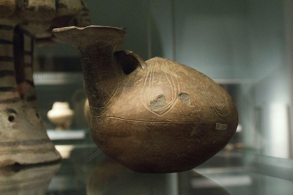 """Askos """"kachního"""" tvaru z Mélu, Fylakopi I, 2300 - 2000 př. n. l. Britské muzeum, GR 1865.12-14.39 BM Cat Vases A330. Kredit: Zde, Wikimedia Commons"""