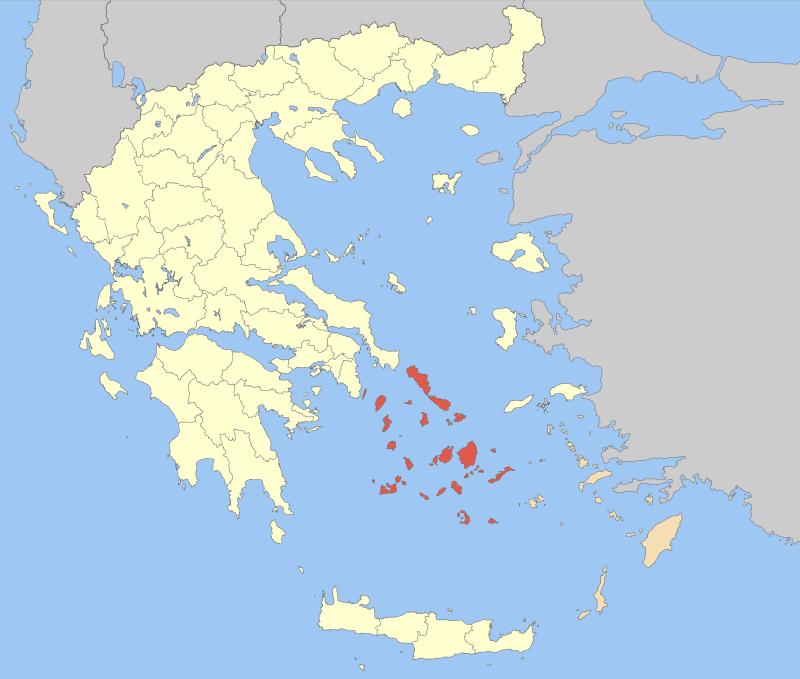 Kyklady jsou červeně, Dodekanés okrově, ostatní Řecko světle žlutě. Kredit: Pitichinaccio, Wikimedia Commons.