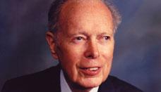 Denham Harman. Autor teorie stárnutí jako důsledek působení volných radikálů. Byl šestkrát nominován na Nobelovu cenu, ale ani jednou ji nezískal.