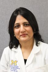 Lona Mody, profesorka na University of Michigan a vedoucí výzkumného kolektivu. Je specialistkou na zdroje perzistujících infekcí v domácnostech a zařízeních pro seniory. Kredit: UM.