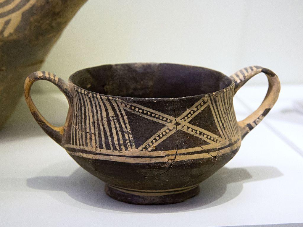 Minojská keramika, 2600-1900 před n. l. Archeologické muzeum v Irakliu. Kredit: Zde, Wikimedia Commons.