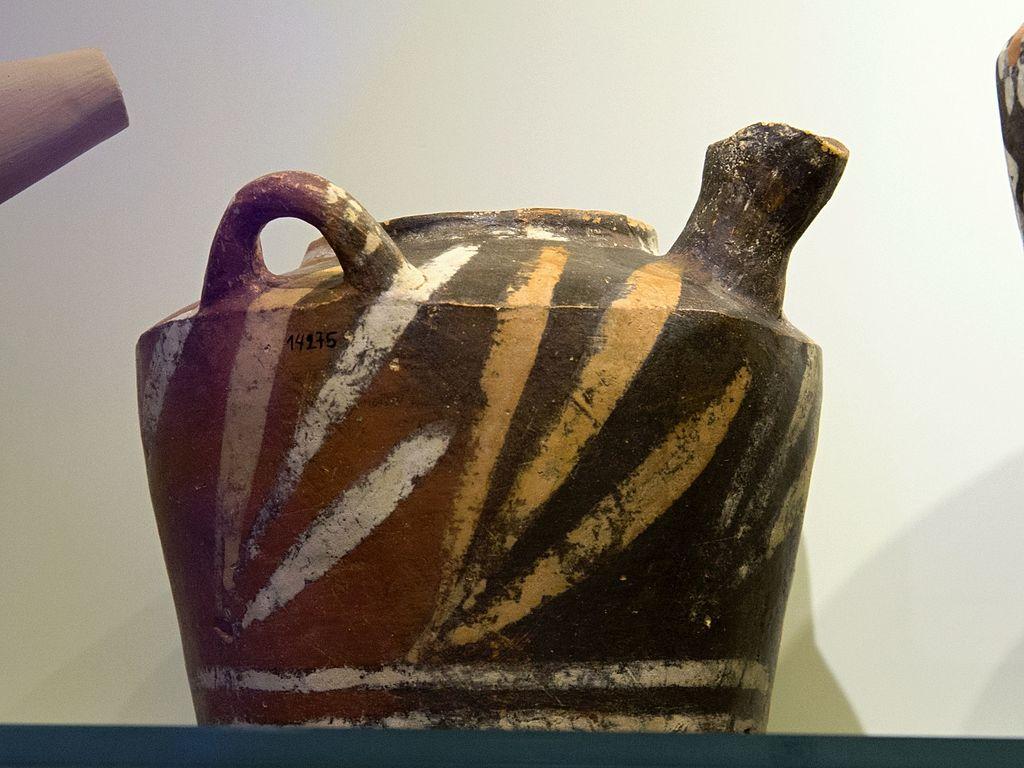 Kamarská keramika z Knóssu, 1800-1700 před n. l. Archeologické muzeum v Irakliu. Kredit: Zde, Wikimedia Commons.