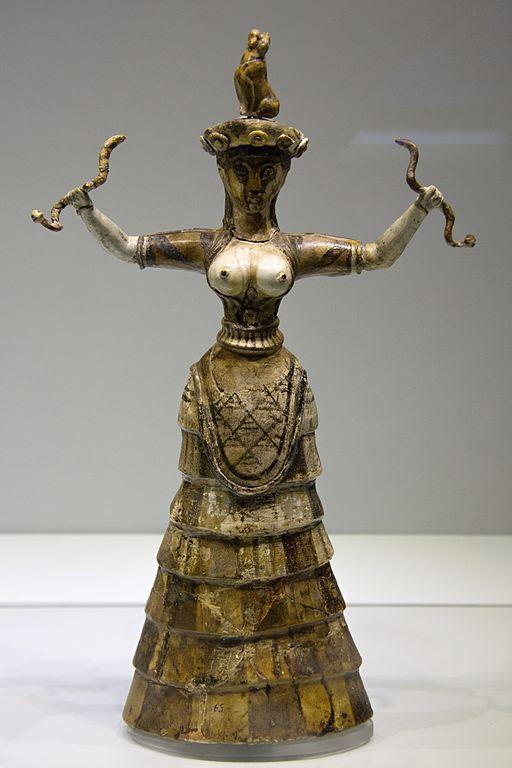 Hadí bohyně z Knóssu, 1650-1550 před n. l. Archeologické muzeum v Irakliu, skříň 83. Kredit: Zde, Wikimedia Commons-
