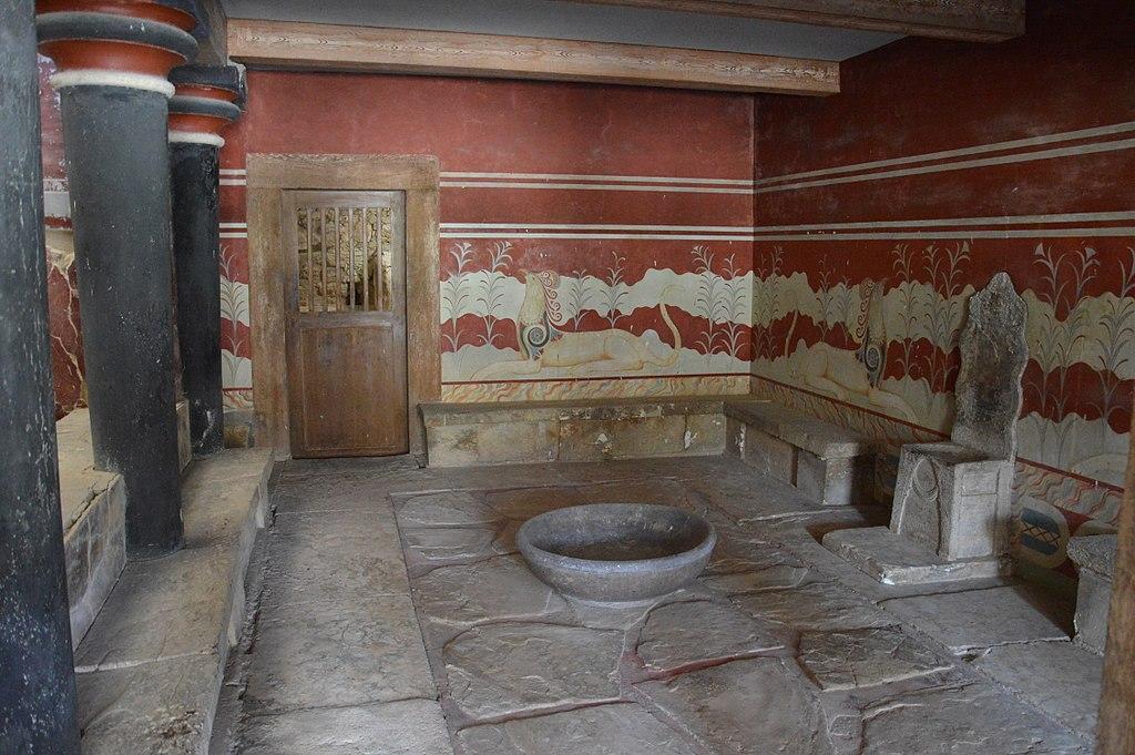 Trůnní sál v Knóssu, 15. století před n. l. Kredit: Annatsach, Wikimedia Commons.