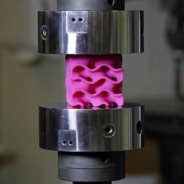 Model 3D grafenu MIT vtestu. Kredit: MIT.