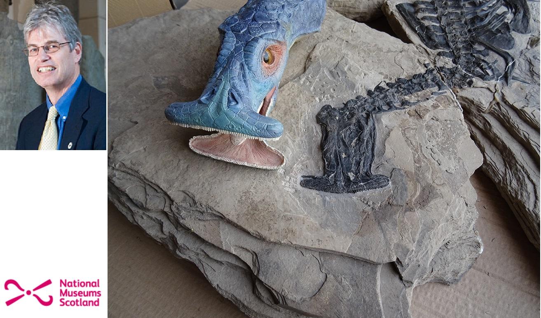 Nick Fraser s novou představou jak mohl Atopodentatus unicus vypadat. Vpravo jedna ze zachovaných fosílií, která mu při rekonstrukci stála modelem. (Kredit: National Museums Scotland).