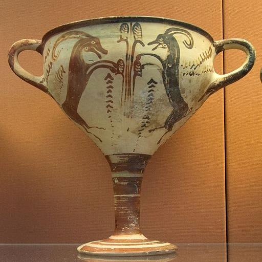 Mykénský vysoký kylix s kozly kolem stromu. LH III A, 1350-1300 BC. British Museum, GR 1907.5-18.1, BM Cat Vases A719. Kredit: Zde, Wikimedia Commons. Licence CC 4.0.