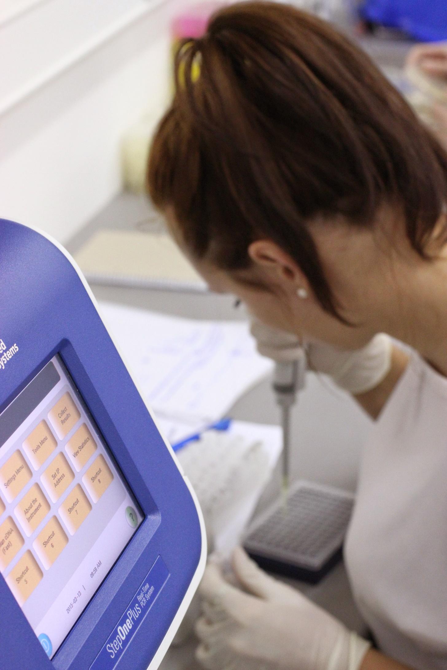 Príprava doštičky na qPCR (kvantitatívna PCR, ktorá meria množstvo PCR v reálnom čase).