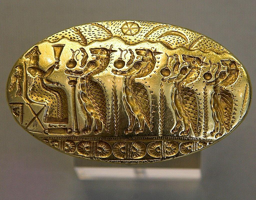 Zlatý prsten z Tíryntu, 1500 až 1400 před n. l. Kredit: Wikimedia Commons.