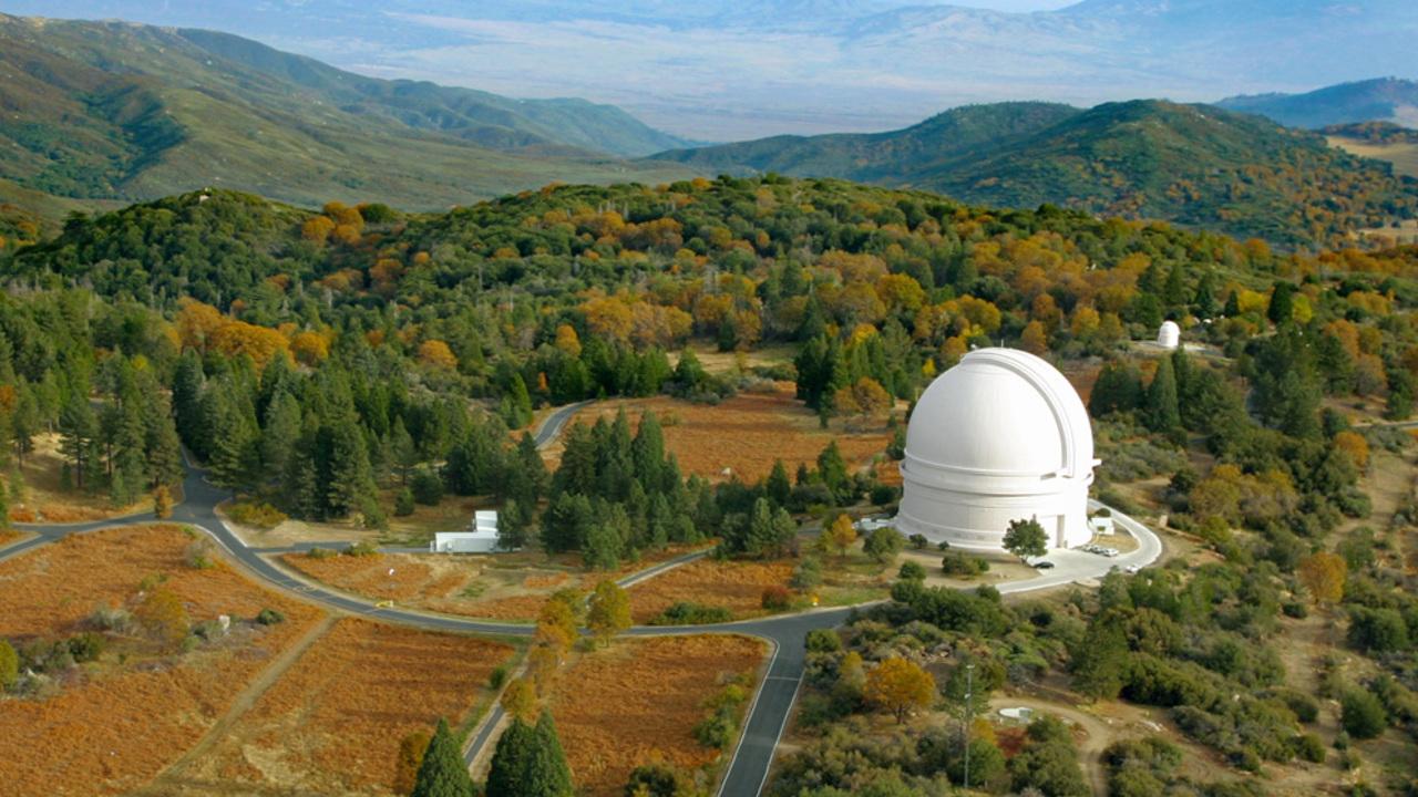 Teleskop Zwicky Transient Facility na americké observatoři Palomar. Kredit: IPAC/Caltech.