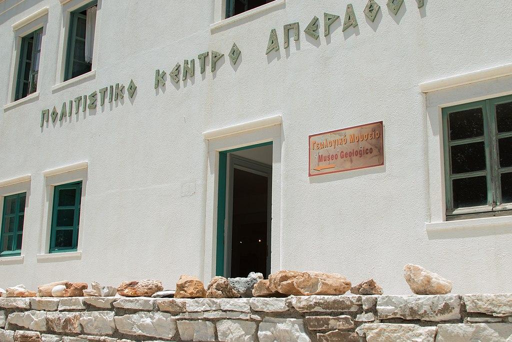 Geologické muzeum v Apeiranthu. Kredit: Zde, Wikimedia Commons. Licence CC 4.0.