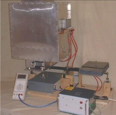 Původní měřící zařízení Rogera Shawyera (Zdroj R. Shawyer: Technical Report on the Experimental Microwave Thruster, September 2002, Issue 2)