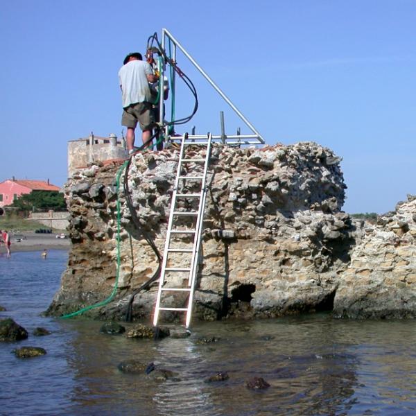 Výzkum římského betonu přímo vmoři, Kredit: J. P. Oleson.