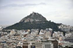 Lykabétos (novořecky Lykavitos, anglicky Lycabettus) v Athénách. Kredit: Wikimedia Commons