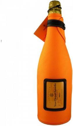 Cena lahvinky vinařství dodnes využívajícího služeb tehdejšího výrobce zátek a lahví se dá sehnat zhruba za tisícovku, jen není tak sladké, jako kdysi. (Kredit: Veuve Clicquot Ponsardin (VCP).
