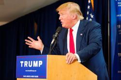 Trump během kampaně vroce 2015. Kredit: Michael Vadon / Wikimedia Commons.