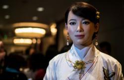 I když droid Jiajia vypadá na víc, od početí (prací) k dospělosti jí stačilo pět let.  [Photo / Xinhua]