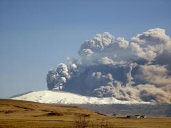 Erupce vulkánu Eyjafjallajökull (2010). Kredit: Árni Friðriksson