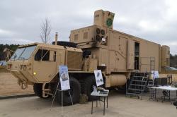 High Energy Laser Mobile Demonstrator (HEL MD) zroku 2012. Výkon 10 kW. Kredit: US Army.