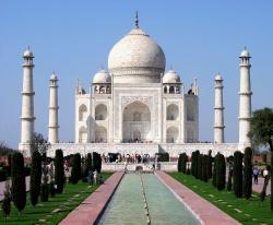 Tádž Mahal, symbol státu Uttarpradéš a celé Indie je považován za  jeden znových sedmi divů světa. (Kredit: Dhirad, Wikipedia CC BY-SA 3.0)