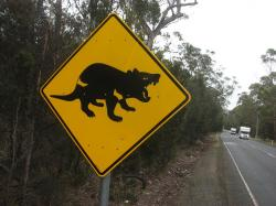 Na Tasmánii ještě stále mají takové značky. Kredit: Peter Shanks / Australian