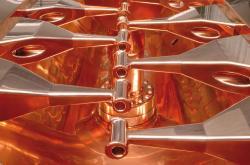 Fotografie části zpomalovače iontů, který bude součástí zařízení APPA (zdroj FAIR).