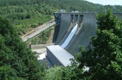 Hráz přehradní nádrže Orlík (zdroj ČEZ).
