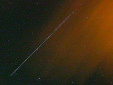 Návrat sondy Nanosail-D do atmosféry vyfotografovaný v Leidenu v Holandsku (zdroj Marco Langbroek, NASA)