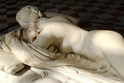 Androgyn (Hermafrodit). 200 před n. l. a 1619 n. l. Kredit: Wikimedia Commons.