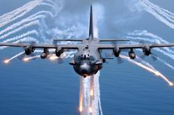 Lockheed AC-130U Spectre Gunship. Původně transportní letoun dovede vycenit zuby. Kredit: US  Air Force.