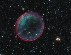 Elegantní pozůstatek supernovy Ia SNR 0509-67.5. Kredit: NASA/CXC/SAO/J Hughes et al/ESA/Hubble Heritage Team.