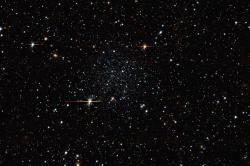 Řídká kulová hvězdokupa Palomar 5. Kredit: DECaLS, Giuseppe Donatiello.