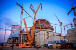 Druhý blok fáze II Leningradské jaderné elektrárny, dokončení kopule vnitřního kontejnmentu (zdroj Leningradská jaderná elektrárna).