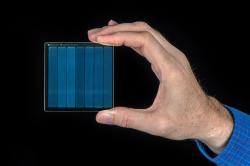 75,6 GB dat na kousku skla. Kredit: Jonathan Banks for Microsoft.