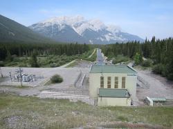 Three Sisters HP. Kanada je rájem vodních elektráren. Kredit: Ingo Schwarze / Wikimedia Commons.