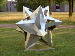 Dodekahedron od Mauritse Cornelise Eschera. (Foto: Berteun Damman, volné dílo)