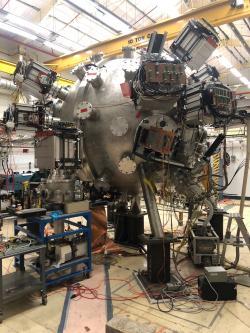 Experiment PLX. Půlka plazmových děl je již na místě. Kredit: Los Alamos National Laboratory.