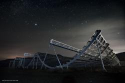 Pozoruhodný radioteleskop experimentu CHIME. Kredit: CHIME.