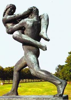"""""""Muž držící ženu"""" (od Gustava Vigelanda). Osel si ji vypůjčil v Oslo. Připadá mu, že tak trochu předznamenává dobu svalů vylepšených anaboliky, radost umocněnou taneční drogou, intelekt ritalinem, touhy flibanserinem,..."""
