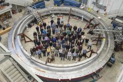 Lid� experimentu Muon g � 2. Kredit: Fermilab.