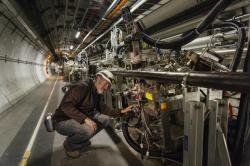 Experiment TOTEM přispěl k objevu systému složeného ze tří glueballů – odderonu (zdroj CERN).